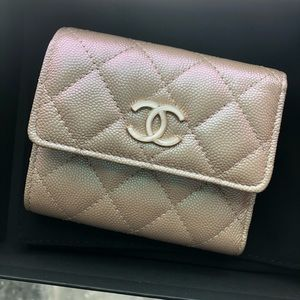 CHANEL small wallet iridescent beige pearl CC 19S